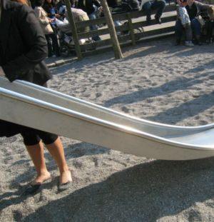 Edelstahl-Anbaurutsche mit schwebendem Auslauf